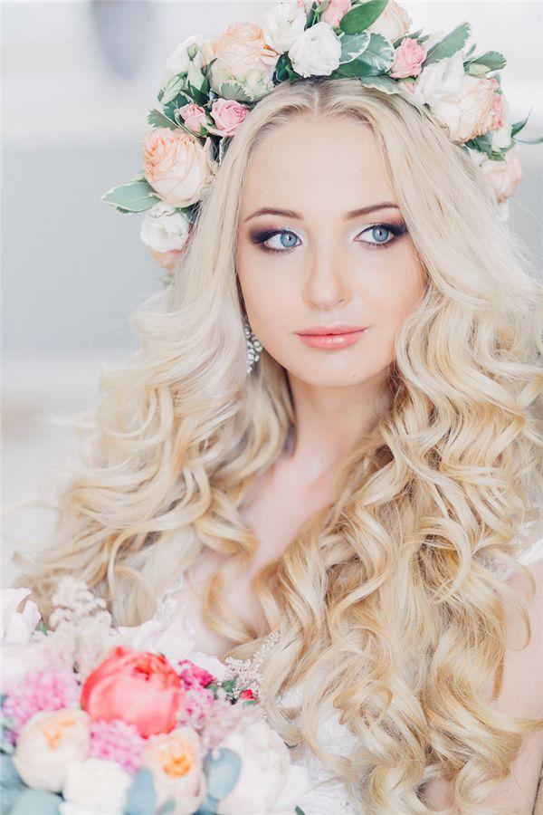 Penteado com grinalda de flores4 - Penteados com grinaldas de flores