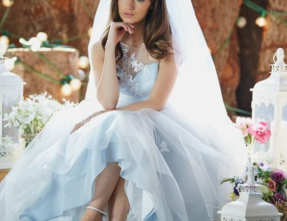 12 pastel blue A line wedding dress with an illusion neckline 1 564x435 - Noivas românticas de azul