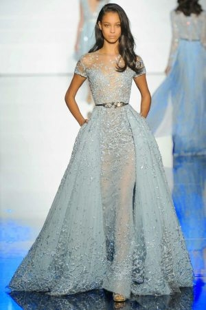 12-pastel-blue-A-line-wedding-dress-with-an-illusion-neckline-1-344x450 Noivas românticas de azul