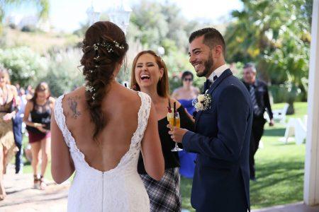 Wedding planner Bianca Oliveira com casal de noivos