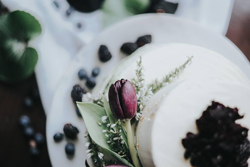 Bolo Bakewell com tulipa
