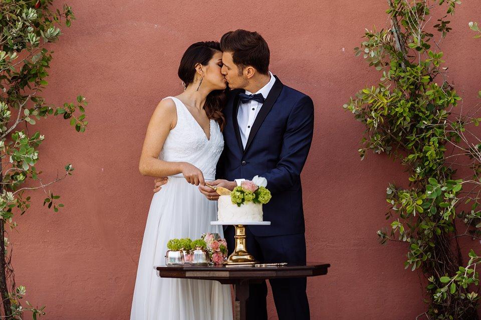 Bolo Bakewell e noivos