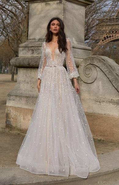 DECOTE EM V Julie Vino - Tendências para vestidos de noiva em 2019