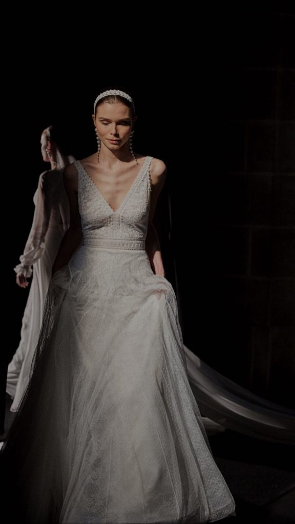 Barcelona Bridal Fashion Week 25 576x1024 - Vestidos de noiva Rosa Clará 2020