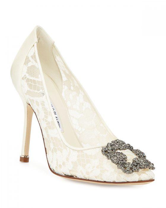Manolo Via Neiman Marcus 560x700 - 10 das marcas de sapatos mais populares entre as noivas