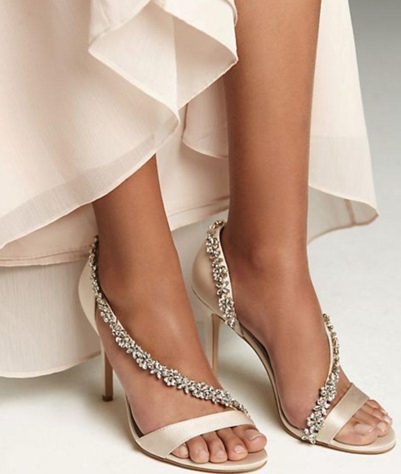 Vera Wang Foto via David´s Bridal 800x945 - 10 das marcas de sapatos mais populares entre as noivas