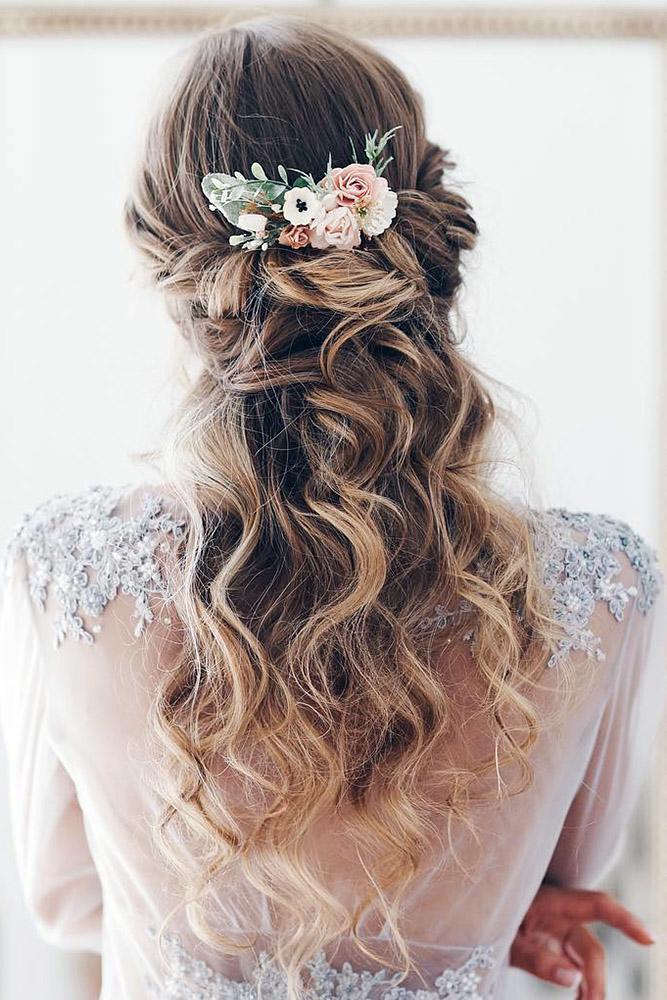serenitywedding via Instagram - Inspirações de penteados para noiva boho