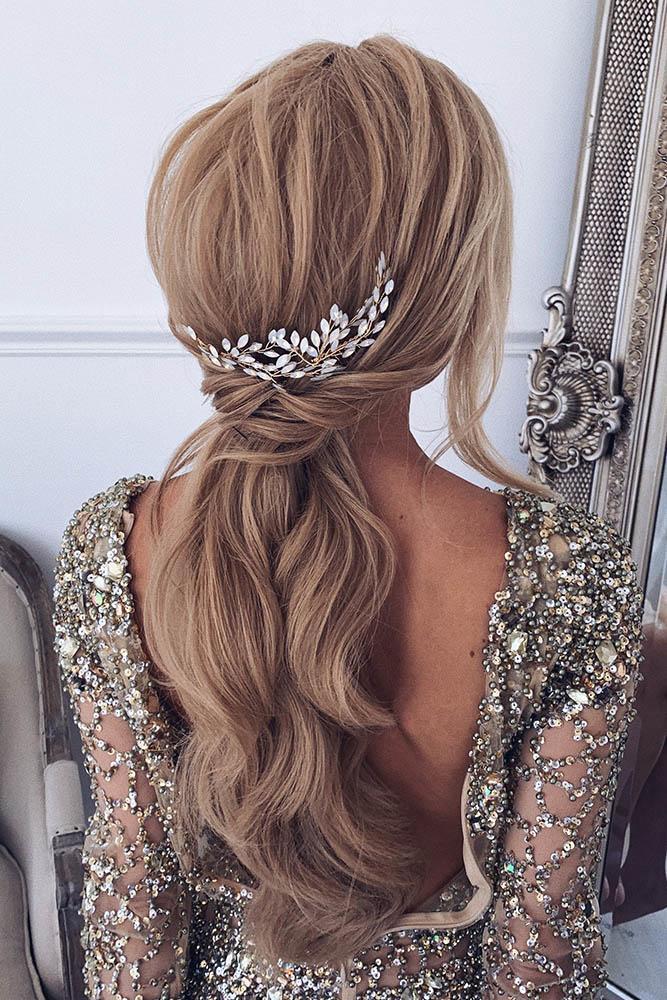 ulyana.aster .bridal via Instagram2 - Inspirações de penteados para noiva boho