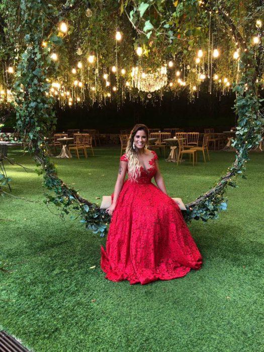 Casamento tons de vermelho vestido 525x700 - Casamento em tons de vermelho